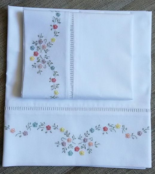 Cueiro bordado com flores