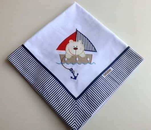 Cueiro bordado com ursinho marinheiro