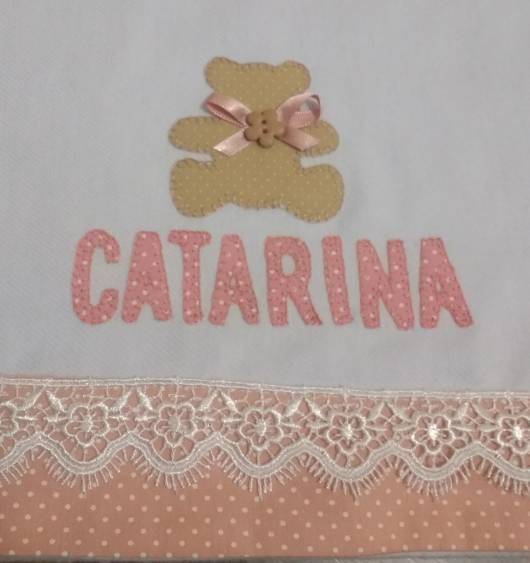 Cueiro branco e rosa personalizado com nome