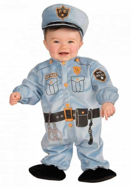 Até mesmo os bebês podem se vestir de policiais!