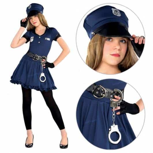 Carregue algemas no cinto da fantasia de policial infantil