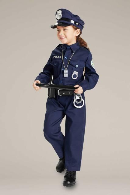 Modelo de fantasia de polícia feminina com calça e camisa social