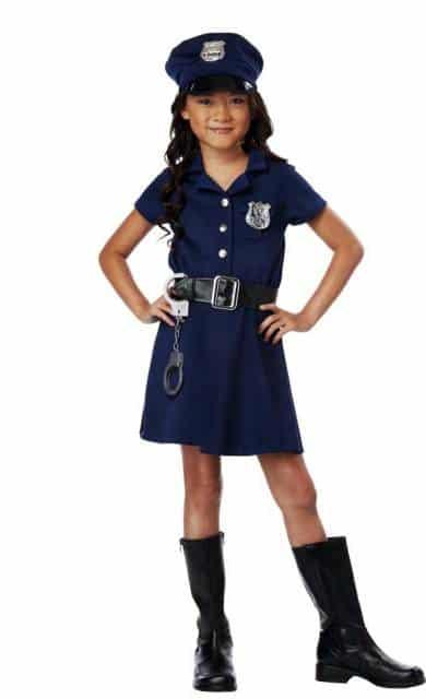 Os vestidos de policial podem ser pretos ou azuis