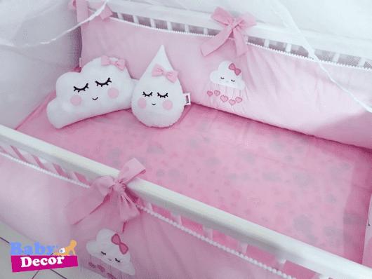 Kit berço menina tema chuva de amor rosa e branco