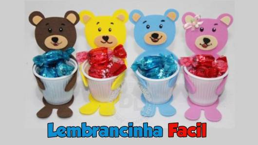 Lembrancinha dia das crianças em EVA copo personalizado com aplique de ursinho