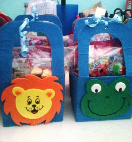 Lembrancinha dia das crianças com caixa de leite sacolinha porta doces