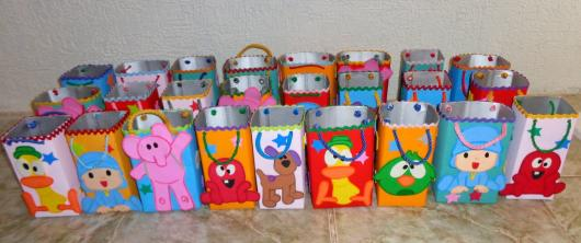 Lembrancinha dia das crianças com caixa de leite decorada com apliques de bichinhos