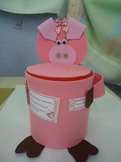 Lembrancinha dia das crianças com lata personalizada com porquinho