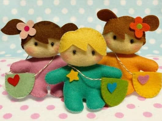Lembrancinha dia das crianças em feltro bonequinhos