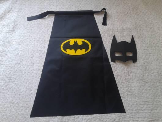 Lembrancinha dia das crianças em TNT fantasia Batman