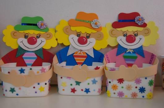 Lembrancinha dia das crianças em EVA porta doces de palhacinho