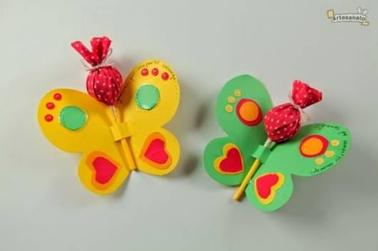 Lembrancinha dia das crianças com pirulito em borboleta de papel