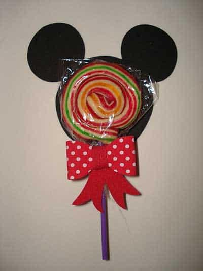 Lembrancinha dia das crianças com pirulito em Mickey em Mickey de EVA