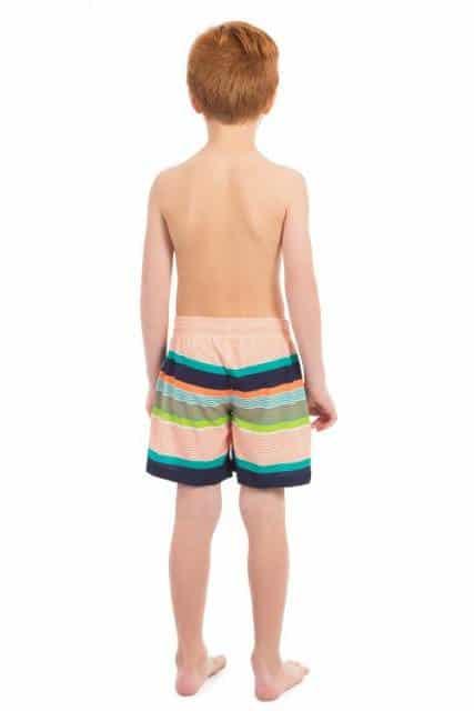 Há modelos de bermudas de praia com amarração ou de elástico