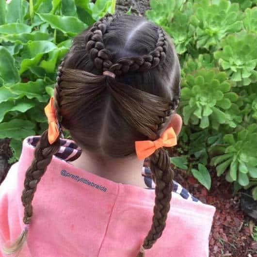 Ideia de penteado com trança para dia na escola