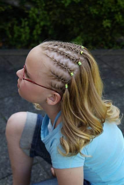 Penteado para meninas que não querem prender todo o cabelo