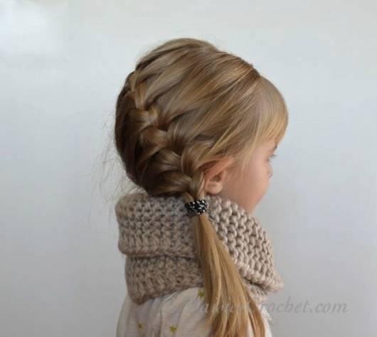 Trança lateral para inovar no penteado infantil