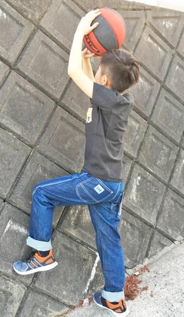Look casual infantil com calça jeans
