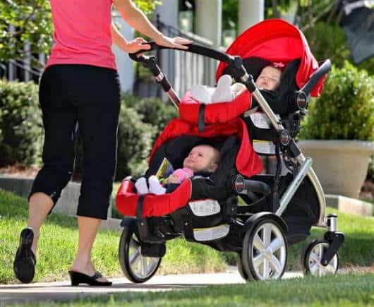 carrinho de bebê masculino duplo