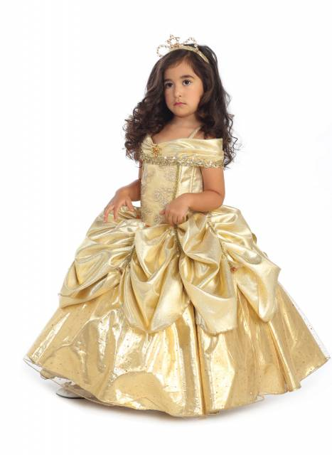 O vestido da Bela é modelado com manga ciganinha