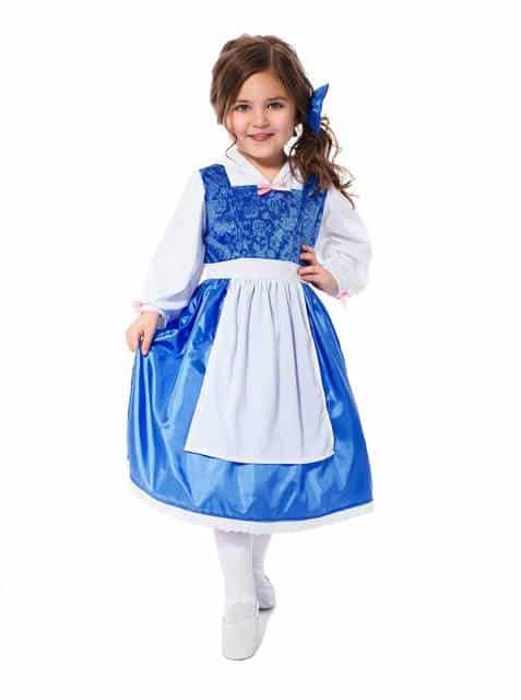 O vestido azul com avental branco se refere à Bela camponesa