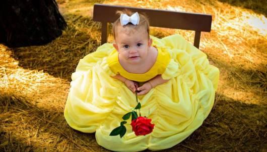 Sua bebê vai ficar maravilhosa com uma fantasia de Bela