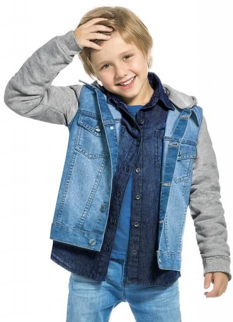 O modelo de jaqueta jeans com moletom está super na moda