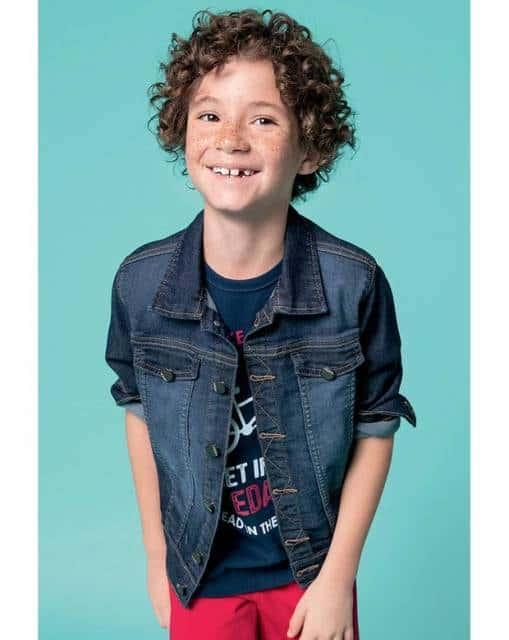 Look casual com jaqueta jeans masculina infantil