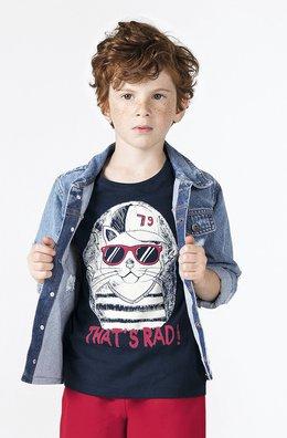 A jaqueta jeans dá um toque de estilo no look infantil