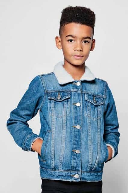 Jaqueta jeans com gola felpuda para meninos