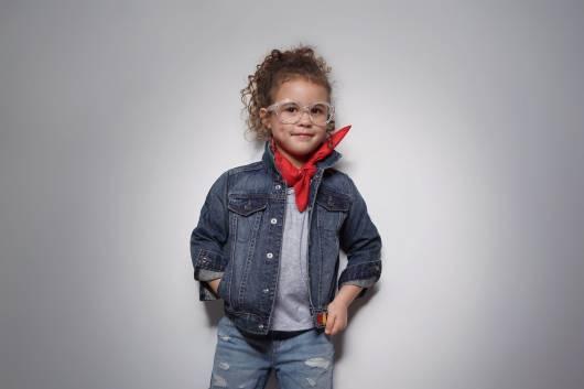 Dica de look infantil criativo com jaqueta jeans