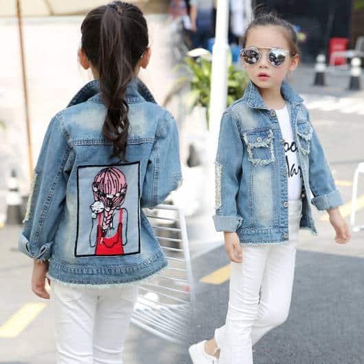 Está super na moda jaquetas jeans com patches