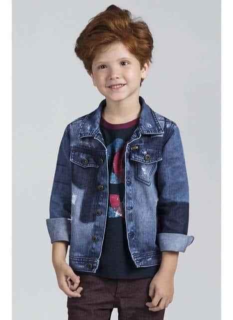 Dobrar as mangas da jaqueta deixa o garoto mais estiloso