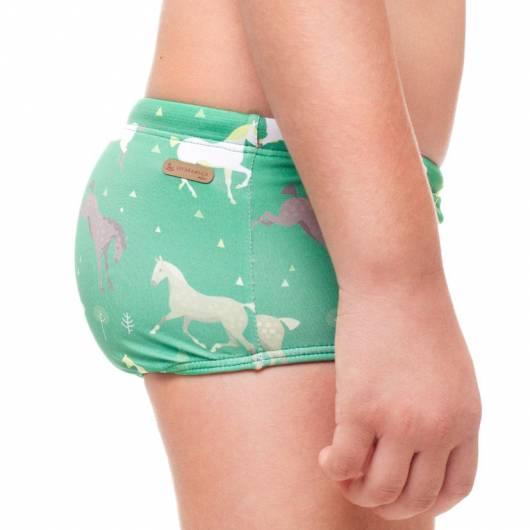 Detalhe de sunga infantil com a lateral grossa