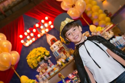 Fantasia de mágico infantil perfeita para aniversários