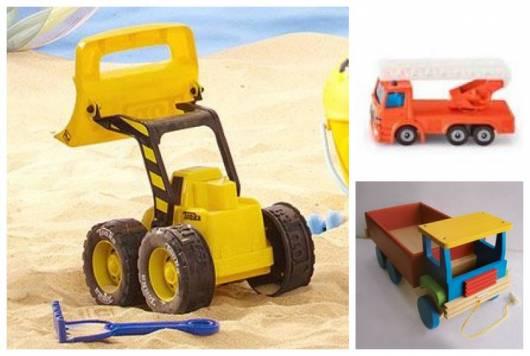 Montagem com três modelos diferentes de caminhões para brincar na areia.