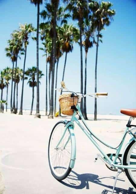 Bicicleta azul.