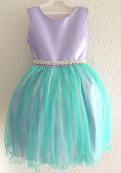 Vestido lilás e verde.