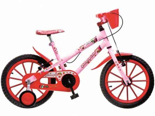 Bicicletas com cestinhas são úteis para as crianças