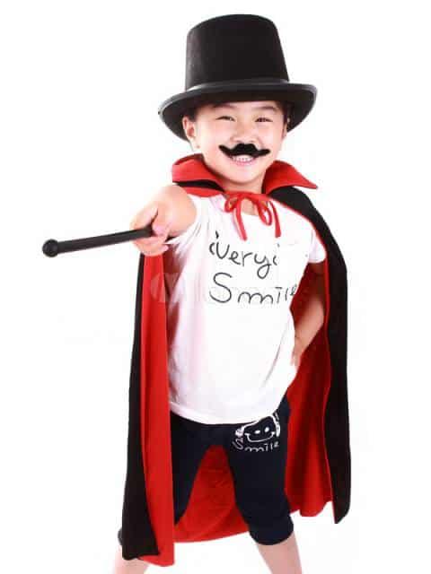 O bigode faz toda a diferença na fantasia de mágico