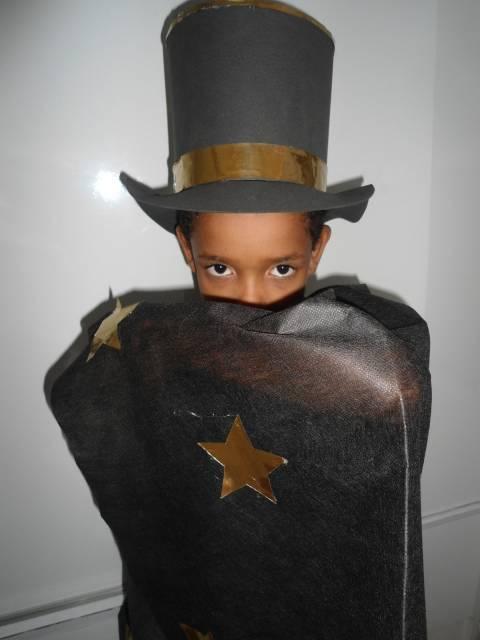 Ideia para você mesma produzir a fantasia de mágico de seu filho