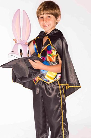 As crianças podem se divertir muito fazendo mágicas!