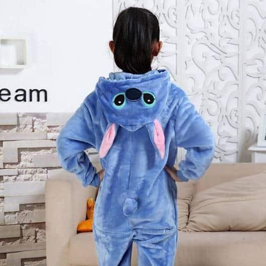 Veja detalhe da touca do pijama Stitch