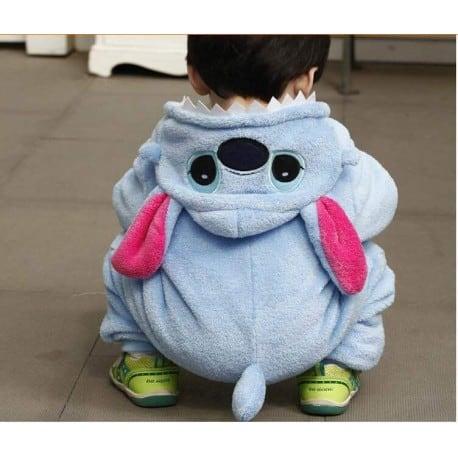 O pijama macacão protege todo o corpo de seu bebê