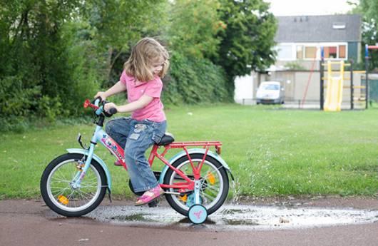 Andar de bike é saudável, incentive seus filhos!