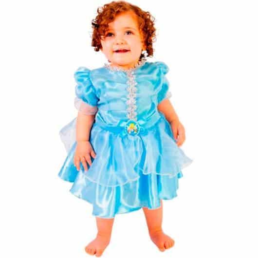 Olha só que fofinha a fantasia de Cinderela para bebê