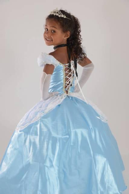 Fantasia Cinderela infantil com detalhe nas costas