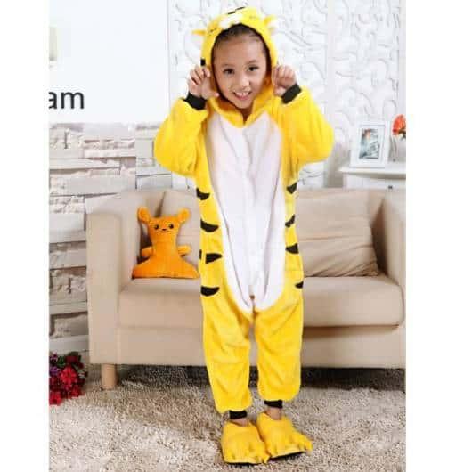 Pijama Pikachu com manga comprida e sapatos