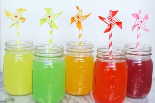 Deixe o lanche ainda mais divertido com sucos coloridos