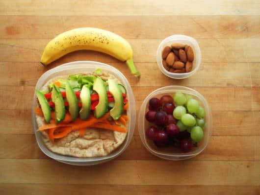 Frutas e castanhas deixam a criança saciada